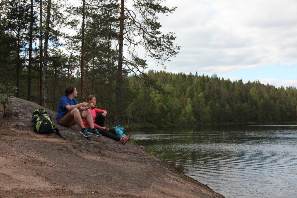 Kuva 2.  Eväshetkelle kannattaa poikkeustilanteen aikana valita rauhallinen ympäristö. Kuva: Päivi Tommola.
