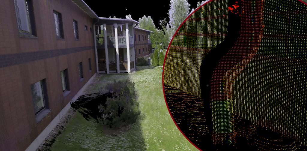 Kuvassa on erään tiilirakennuksen laserkeilattu julkisivu, jossa tiheästi sijoitetut pisteet vaikuttavat muodostavan jo sellaisenaan seinille ja maastolle pinnanmuotoja. Rakenteet ja rakenneosat, kuten ikkunat, seinäpinnat ja pilarit erottuvat selvästi pistepilvestä.